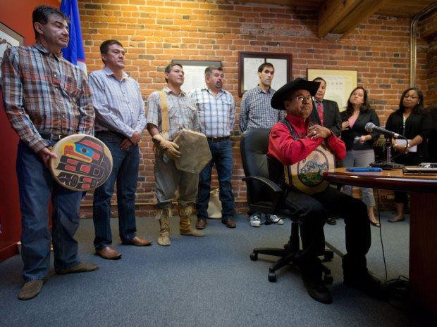 Chief Roger William, right, of the Xeni Gwet'in First Nation, is flanked by chiefs and other officials as he pauses while speaking during a news conference in Vancouver, B.C., after the Supreme Court of Canada ruled in favour of the Tsilhqot'in First Nation, granting it land title to 438,000-hectares of land on Thursday June 26, 2014. The Canadian Press / Darryl Dyck.