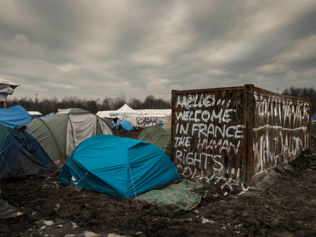 Migrants' tents are pictured in the migrants camp of Grande-Synthe, near Dunkirk, on January 20, 2016, where almost some 2,500 migrants and refugees live, mostly Iraqi Kurds and Syrians. AFP / Philippe Huguen.